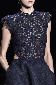 Monique Lhuillier F/W 2015-16 RTW It's all in the details... #NavyBlue