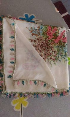 This Pin was discovered by ayş Needle Lace, Screen Shot, Needlework, Diy And Crafts, Embroidery, Crafty, Crochet, Tejidos, Needlepoint