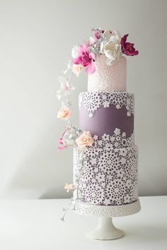 Lace Wedding Cake, Pink and Purple Wedding Cake Amazing Wedding Cakes, Elegant Wedding Cakes, Elegant Cakes, Wedding Cake Designs, Amazing Cakes, Pretty Cakes, Beautiful Cakes, Anniversaire Harry Potter, Purple Cakes