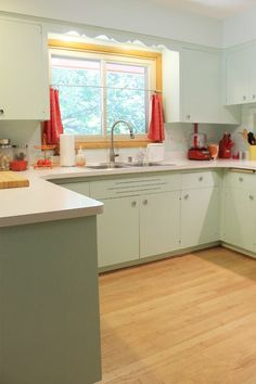 1950s kitchen--I like the mint cabinets. Could this work with the pink counter and backsplash?