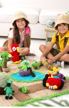 Safari Play Set - FREE crochet pattern from Red Heart Yarns.