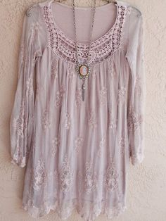 Vintage look- love color and lace! Blush pink Sheer Bohemian embroidered Dress with lace Great Gatsby Marie Antoinette Bohemian Hippie Gypsy Gypsy Style, Hippie Style, Bohemian Style, Boho Chic, My Style, Hippie Chic Fashion, Fashion Goth, Estilo Hippy, Look Fashion