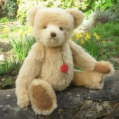 Made of soft, pale yellow gold mohair, Rudolf has amber and black safety eyes, a brown stitched nose and ultrasuede paw pads. Love Bear, Teddy Bears, Panda, Animals, Animales, Animaux, Teddybear, Pandas, Animais
