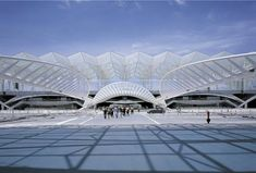 Santiago Calatrava's Gorgeous Oriente Station is Topped With a Leaf-Like Canopy That Looks Lighter Than Air