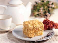 Найдётся не мало интересных рецептов тортов. Но самыми популярными и любимыми по-прежнему остаются три вида именно о их приготовлении вы узнаете из статьи.