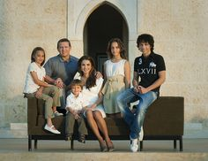King Abdullah II and Queen Rania of Jordan with their 4 children