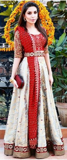Trend Alert: 32 Belt Inspirations To Go With Your Wedding Outfit! Indian Bridal Lehenga, Pakistani Bridal, Indian Anarkali, Pakistani Couture, Colored Wedding Dresses, Bridal Wedding Dresses, Bridal Outfits, Bridal Bouquets, Pakistani Outfits