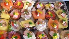 Macht mal ein ganz besonderes Frühstück, hier sind einige pfiffige Rezepte zur Auswahl Ich empfehle Dir Canapés zu machen, also mundgerechte Stücke belegt wie nachfolgend vorgeschlagen, dies hat den Vorteil, es muß nicht abgebissen werden und ist somit einfacher zu genießen...