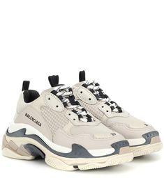 brand new 10b31 7a512 Balenciaga - Baskets Triple S en cuir et résille   Mytheresa Cuir, Chaussures  Air Max