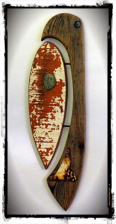 Think local, act global; création Surf Art en bois flotté, métaux et galets조형적 도마기능 Driftwood Sculpture, Driftwood Art, Wall Sculptures, Sculpture Art, Surf Decor, Found Object Art, Rusty Metal, Junk Art, Fused Glass Art