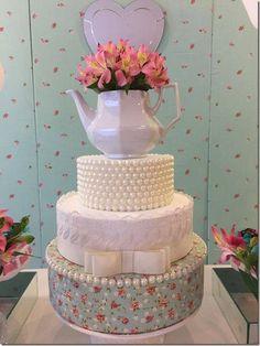 bolo falso de chá de panela decorado com perolas e bule de chá Bolo Fack, Fake Cake, Elegant Wedding Cakes, Occasion Cakes, Mothers Day Cake, Fancy Cakes, Pretty Cakes, Shower Cakes, Serving Platters