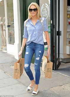 Stephanie Pratt sports preppy shirt and tight jeans as she hits shops Jean Outfits, Cool Outfits, Casual Outfits, Fashion Outfits, Chanel Espadrilles Outfit, Black And White Espadrilles, Look Camisa Jeans, Stephanie Pratt, Denim Overall
