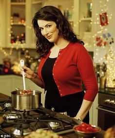 children won't eat my food' confesses TV chef Nigella Lawson Nigella Lawson.she is my fave celeb chef.she is my fave celeb chef. Nigella Lawson Christmas, Chef Nigella Lawson, Cooking Tv, Tv Chefs, Fashion Network, Spinach And Feta, Domestic Goddess, Christmas Kitchen, Food Network Recipes