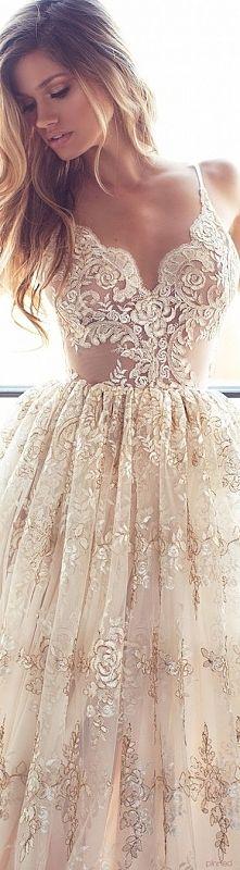Zobacz zdjęcie aaaww bardzo mi się podoba! Ze względu na przezroczyste wstawki suknia dla od...