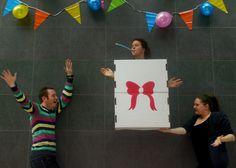 Foto op basis van Jan von Holleben. Thema: feest. Van, Logos, School, Kunst, Logo, Vans, Vans Outfit