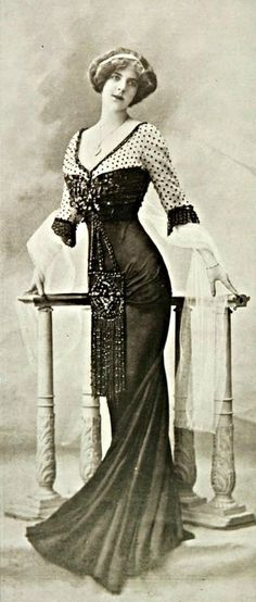 ↢ Bygone Beauties ↣ vintage photograph | Robe de Diner, 1909