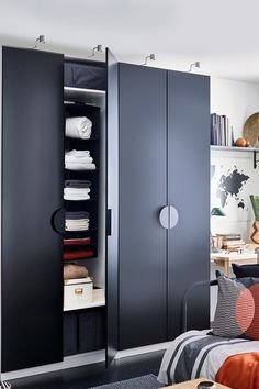 Shop IKEA wardrobes for every sneaker collector, denim lover and T-shirt saver! Whether you like traditional or modern – find a wardrobe to suit your clothes, your style and your space. So whatever you love collecting, you'll never have to stop.