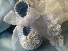 Crochet Baby Booties in Blue with Pearls by TippyToesBabyDesigns, $35.00