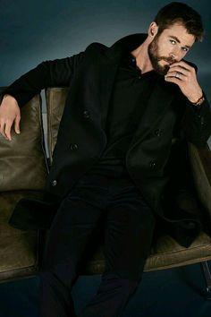 Chris Hemsworth for GQ Germany Snowwhite And The Huntsman, Hemsworth Brothers, Patrick Wilson, Chris Hemsworth Thor, Australian Actors, Marvel Actors, People Magazine, Hollywood Actor, Blue Eyes