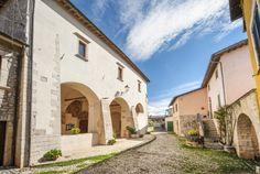 La Chiesa di San Giovenale, nella frazione di Logna, parrocchiale, preceduta da un portico, appare nell`insieme una ricostruzione del XV sec. o degli inizi del XVI, ma la sua origine è certo molto precedente.