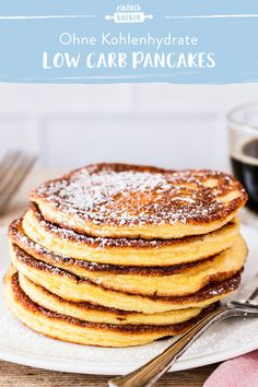 Low Carb Pancakes - Low Carb Rezepte - Whether with berries, cream or a hearty filling – pancakes are popular with everyone. We have developed a very simple basic recipe for low carb pancakes that you can enjoy without a guilty conscience. Keto Foods, Keto Snacks, Nutritious Snacks, Keto Meal, Healthy Foods, Low Carb Desserts, Low Carb Recipes, Baking Recipes, Dip Recipes