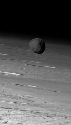 The larger of Mars' two moons, Phobos, orbiting in front of Mars. Image via Mars Express / ESA / DLR / FU Berlin (G. Neukum).