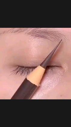 Doll Eye Makeup, Eyebrow Makeup Tips, Beauty Makeup Tips, Makeup Goals, Beauty Hacks, Dark Makeup, Natural Eye Makeup, Eyeliner Application, Smokey Eyeliner