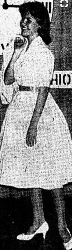 """""""...., Susan, una alta y lánguida damita de cara pálida oval, con hermosos ojos de color gris azulado y manos extraordinarias de largos dedos flexibles y elegantes,..."""". Así describe Truman Capote a Susan Kidwell, la mejor amiga de Nancy Clutter. Ahí está, ella es Susan Kidwell. Fotografía publicada por el diario """"Garden City Telegram"""", en su edición del lunes 23 de febrero de 1959."""