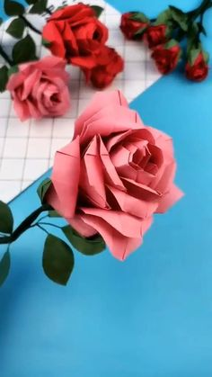 Cool Paper Crafts, Paper Flowers Craft, Paper Crafts Origami, Diy Flowers, Flower Diy, Fabric Crafts, Diy Crafts Hacks, Diy Crafts For Gifts, Creative Crafts