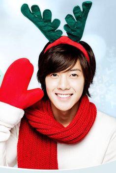 Kim Hyun Joong 김현중 ♡ Merry Christmas ♡ reindeer antlers ♡ red mittens ♡ Kdrama ♡ Kpop ♡