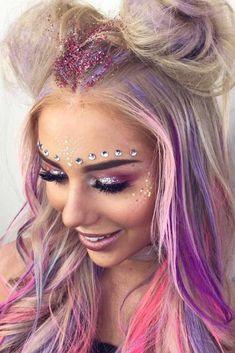 Pink/purple Palette With Glitter And Gems Rosa / lila Palette Mit Glitzer Und Edelsteinen . Lila Palette, Purple Palette, Coachella Make-up, Pink Lila, Pink Purple, Pink Color, Festival Makeup Glitter, Music Festival Makeup, Festival Glitter Ideas