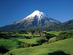 One of my favorite places in NZ! :) Mount Taranaki, Mount Egmont, Taranaki, North Island, New Zealand Mountain Wallpaper, Scenery Wallpaper, Volcano Wallpaper, Nature Wallpaper, Wallpaper Backgrounds, Places To Travel, Places To See, Travel Destinations, New Zealand Mountains