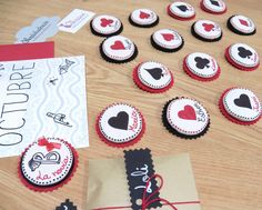 Broches hechos a mano por Vikissue http://nosoloilustracion.wordpress.com/2012/10/30/una-boda-muy-muy-de-todo-ramon-y-bea/