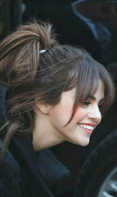 These are the songs which I had played tons of time.and they are sp… gomez hair bangs song lyrics Selena Gomez Short Hair, Selena Gomez Cute, Selena Gomez Outfits, Selena Gomez Pictures, Selena Gomez Style, Selena Gomez Hairstyles, Selena Gomez Fringe, Celebrity Hairstyles, Selena Gomez Flequillo