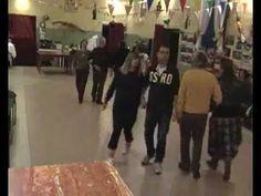 L'informatore della musica è Vincenzo Simoncini, e per il ballo altri membri della sua famiglia. I ballerini che performano in questo videoclip appartengono ...