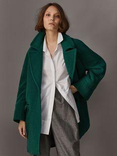 Fall Winter 2017 Women´s GREEN WOOL COAT at Massimo Dutti for 275. Effortless elegance!