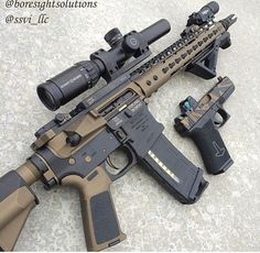 Nice color pattern. Helps break up the outline of a fully black gun