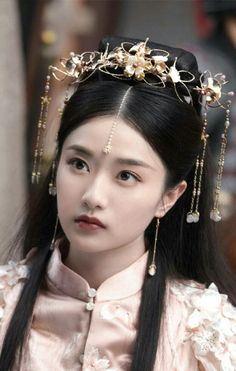 Chinese Traditional Costume, Traditional Fashion, Traditional Outfits, Asian Hair Pin, Medieval Hairstyles, Chinese Hairstyles, Traditional Hairstyle, Girls Natural Hairstyles, Japanese Hairstyle