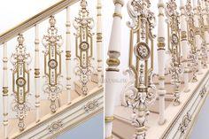 Ваша лестница достойна самого лучшего, а мы знаем, как это сделать! Дизайн-проект резной лестницы из массива дерева. #интерьер #дизайн #деревянная #оформление #дерево #балясины #резьба Your stairs deserve the best and we know how to do it! Design project of the carved staircase made from solid wood. #interior #decor #stairs