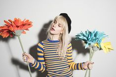 Paramore frontwoman Hayley Williams talks to us about her struggles with acne, her favorite natural skincare products, why she decided to launch hair dye company goodDYEyoung, and how self-expression helps her cope with anxiety and depression. Hayley Paramore, Paramore Hayley Williams, Pop Punk, Paramore Wallpaper, Indie, Taylor York, Lazy Hairstyles, Little Doll, Music Artists