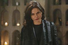 """""""Regina's going undercover with the #QueensOfDarkness! #OnceUponATime starts NOW!"""""""