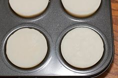 Lotion bars for winter with almond oil. Bath & Body: DIY Lotion Bars: Easy, cheap, excellent gifts, like the ones they sell at Lush. By nurseryofthenation. Belleza Diy, Tips Belleza, How To Make Homemade, Homemade Gifts, Craft Gifts, Diy Gifts, Do It Yourself Baby, Do It Yourself Inspiration, Little Presents