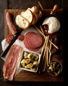 Inspiration for a meat/antipasto tray. I would love to do this for a small gathering for lunch or hospitality. Wine Recipes, Great Recipes, Favorite Recipes, Easy Recipes, Delicious Recipes, Think Food, Love Food, White Dinner, Appetizer Recipes