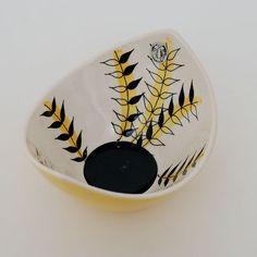 142 - Bladranker med gul stripe - Stavangerflint Tree Patterns, China Patterns, Henna Body Art, Stavanger, Designing Women, Norway, Sweden, Vases, Scandinavian