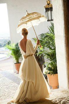 Vestido de Teresa Palazuelo y fajín dorado de Rocío de Porres