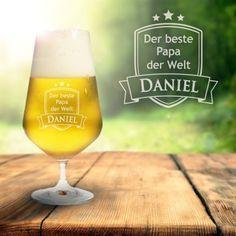 Wenn sich Dein Papa zum Feierabend ganz gern ein Pils gönnt, wie wäre es dann mit einem Bierglas mit Gravur für den besten Papa der Welt? via: www.monsterzeug.de