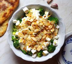 Sałatka z brokułami i fetą – Bullio Feta, Risotto, Cauliflower, Cabbage, Healthy Recipes, Healthy Food, Food And Drink, Appetizers, Vegetables