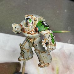 Not sure on the freehand..... I genuinely like decals, thoughts? #40k #miniaturepainting #deathguard #goldendemon