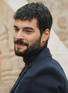 Turkish Men, Turkish Actors, Hiit Workout At Home, At Home Workouts, Actors Images, Hot Actors, Beautiful Couple, Hot Boys