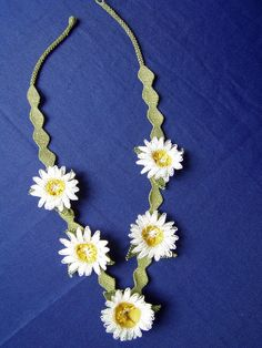Daisy form handmade oya necklace by ColorsofRengin on Etsy, $35.00